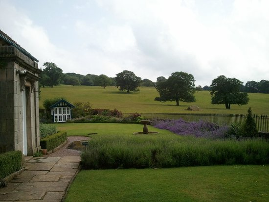 Baslow, UK: Beautiful grounds of Heathy Lea and beyond!!