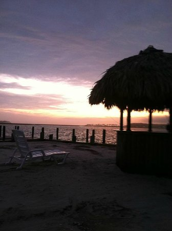 Lighthouse Inn: beautiful island sunsets
