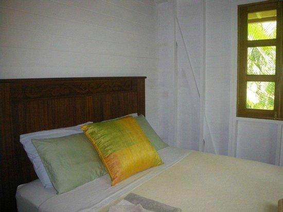 Bluff Beach Retreat: Las Palmas Casita - bedroom