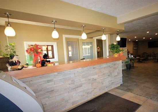 Econolodge Inn and Suites: Lobby