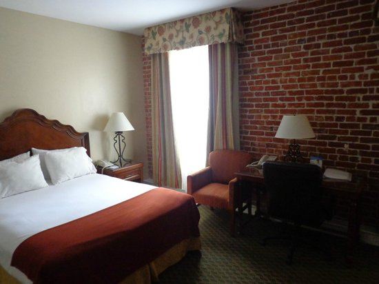 Holiday Inn Express Santa Barbara : Queen room