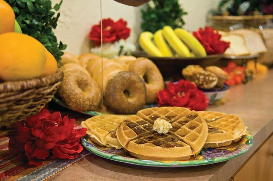 La Quinta Inn & Suites Port Charlotte : FREE Bright Side Breakfast