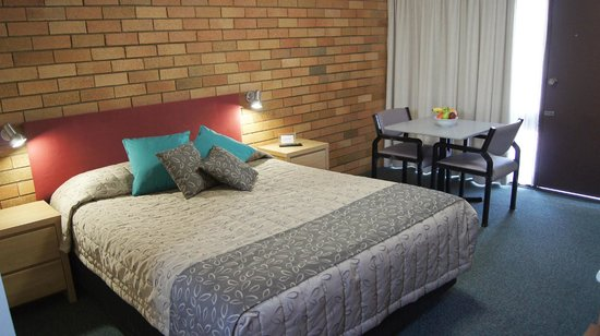 Mudgee, Australia: Large queen beds throughout all rooms.