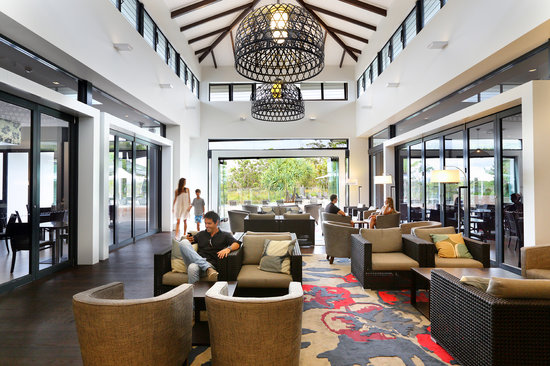 RACV Noosa Resort: Relax in the Lounge
