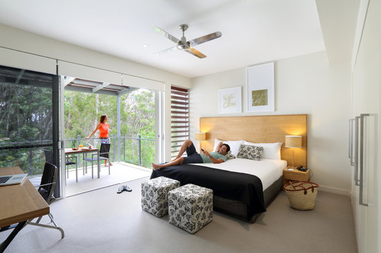 RACV Noosa Resort: 1 Bedroom Suite - main bedroom and balcony