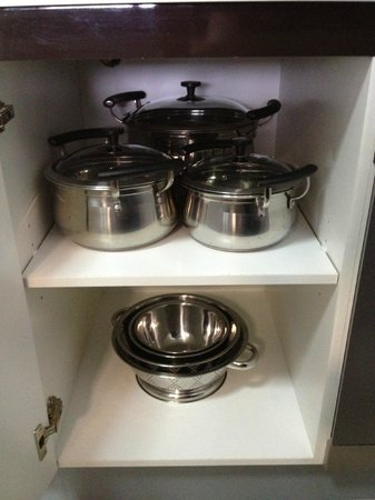 Meriton Serviced Apartments Campbell Street:                   Pots and Pans