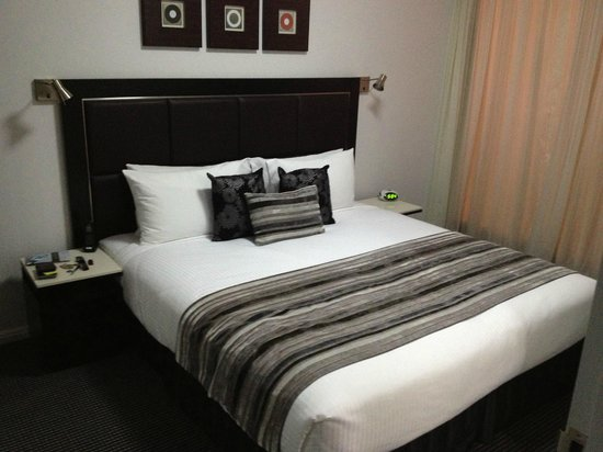 Meriton Serviced Apartments Campbell Street:                   Master Bedroom