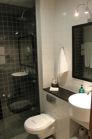 City Center Hotel: Bathroom