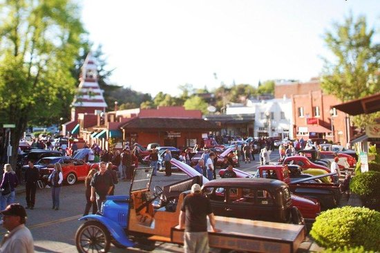 BEST WESTERN Golden Key: Auburn Ca Classic Car Show in Old Town