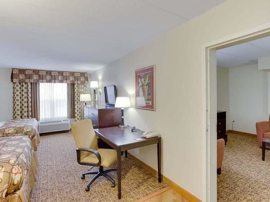 La Quinta Inn & Suites Lexington Park - Patuxent: Suite