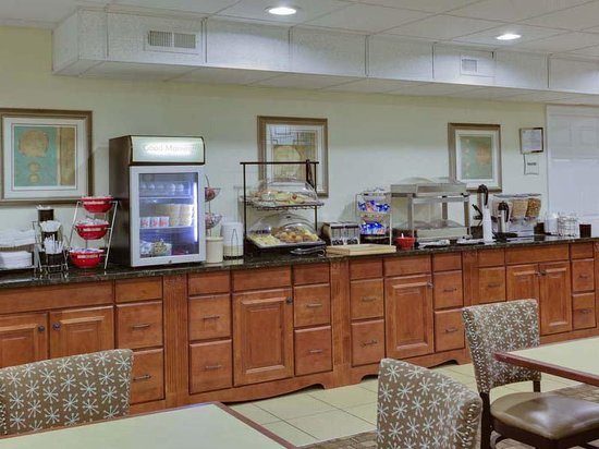 La Quinta Inn & Suites Lexington Park - Patuxent: Breakfast Area