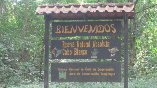 Hotel bungalows SolyLuna los Almendros.: Entrance to Cabo Blanco which is close by Sol y luna