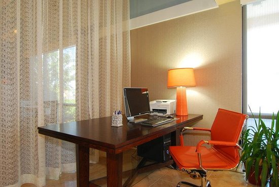 BEST WESTERN Executive Suites: Business Center