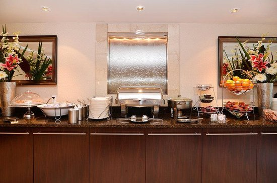 BEST WESTERN PLUS Regency Inn & Conference Centre: Breakfast Area