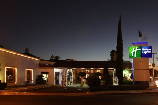 Holiday Inn Express Morelia: Hotel Exterior