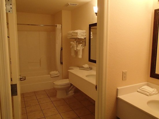 Elk River, MN:                   bathroom