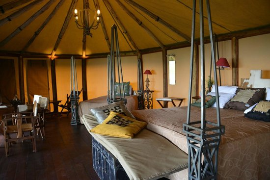 Kilima Camp:                   Luxury tent
