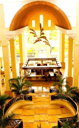 Excellence Playa Mujeres:                   Majetic lobby