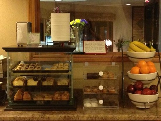 Baymont Inn Cambridge: Free Hot Breakfast