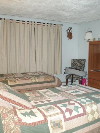 Casablanca Motel: Another view of the two twins in the Green Mountain Suite.