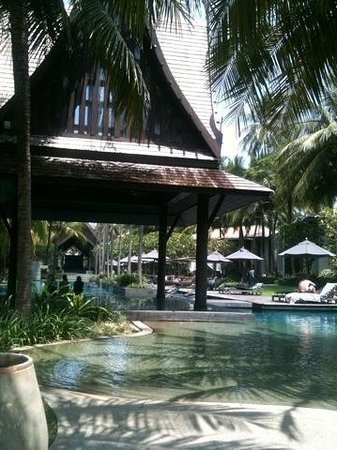 Twinpalms Phuket:                   Tranquil pool and bar area