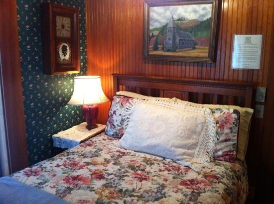 Shelburne Country Inn:                   Shelburne room