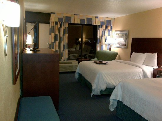 Hampton Inn Cocoa Beach:                   Bedroom - facing window and patio door