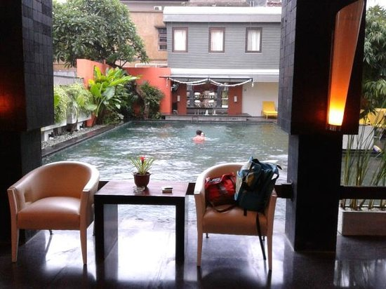 Casa Padma Hotel & Suites:                                     Swimming Pool from Lobby