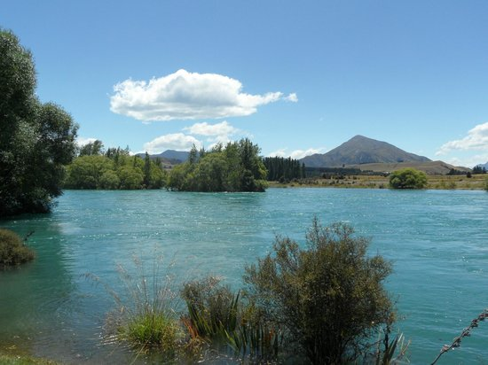 Tin Tub Luxury Lodge: Cluther River nearby