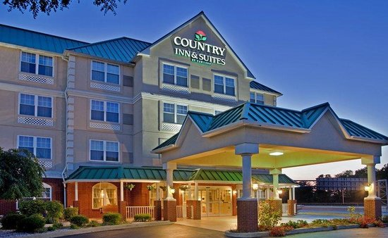 Country Inn & Suites By Carlson, Louisville-East: CountryInn&Suites LouisvilleEast ExteriorNight