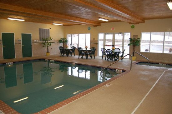 Country Inn &amp; Suites: Pool