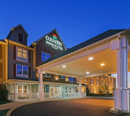 Country Inn & Suites Chambersburg: CountryInn&Suites Chambersburg ExteriorNight