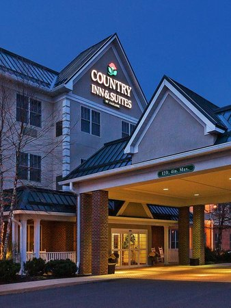 Country Inn Suites Lewisburg: CountryInn&amp;Suites Lewisburg  ExteriorNight