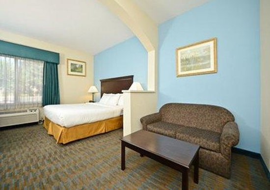Comfort Suites: King Suite