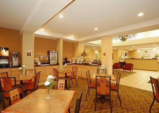 Comfort Suites Marysville: breakfast