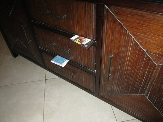 Casuarina Beach Resort: Cupboard drwas wedged shut with paper