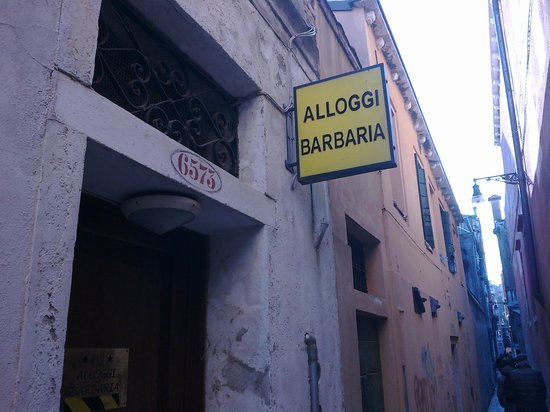 Alloggi Barbaria :                   ingresso