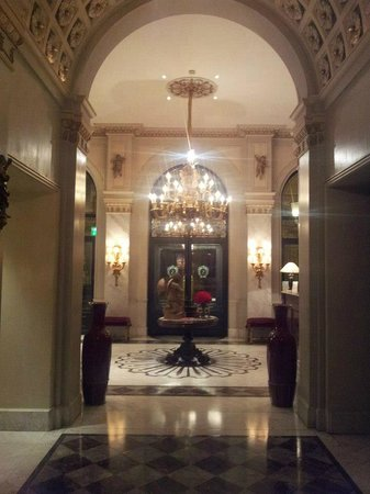 Hotel Sacher Wien: ENTRANCE