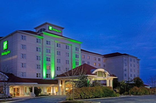 Holiday Inn Chicago-Tinley Park-Convention Center: Holiday Inn Tinley Park Convention Center Night time