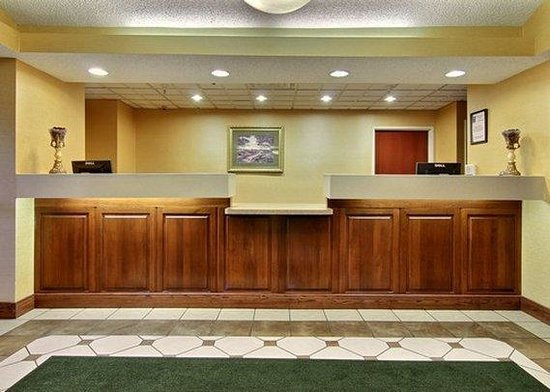 Comfort Inn &amp; Suites: MIFRONTDESK