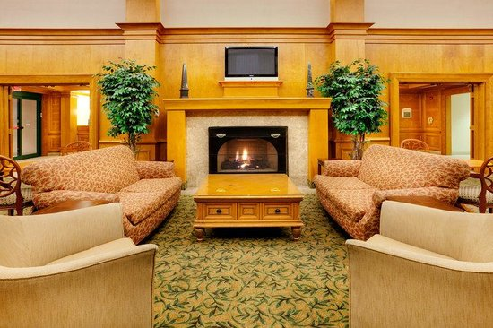 Holiday Inn Express Warwick/Providence: Guest Lounge