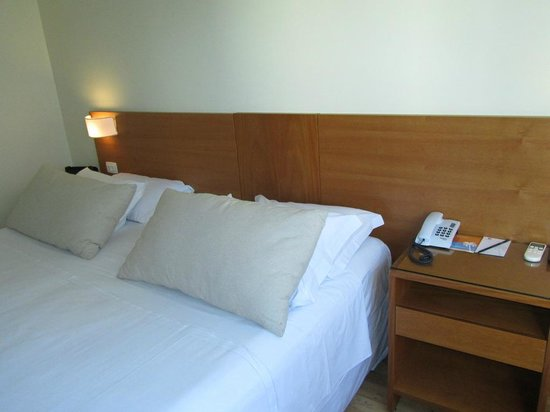 Mar Ipanema Hotel:                   Bed / Night stand