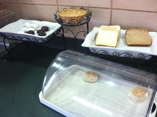 Rodeway Inn & Suites:                   Mmm look at the breakfast options!