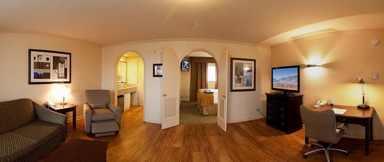 Hotel Strata Mountain View: King Suite