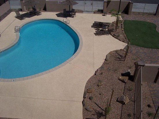 Holiday Inn Hotel & Suites Fountain Hills: Pool View from 3rd floor