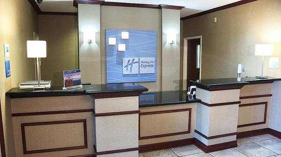 Holiday Inn Express &amp; Suites Shreveport: Atrium