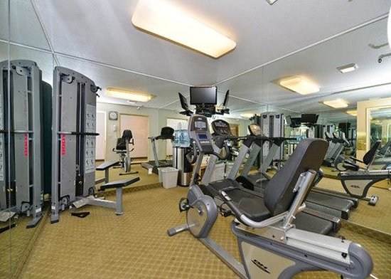 Quality Inn &amp; Suites: exercise room