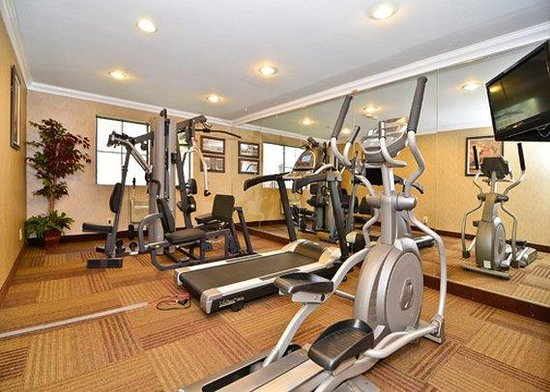 Quality Inn & Suites Walnut: exercise room