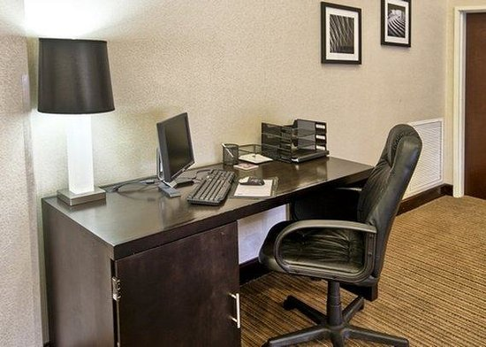 Sleep Inn & Suites: LABusiness Center