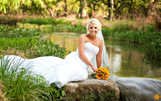 Christoval, TX: Riverside Bridal Picture